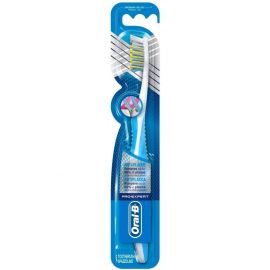 Oral B Cross Action Superior Clean Toothbrush - Medium